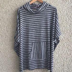 La vie en Rose grey w/ black stripe poncho pocket